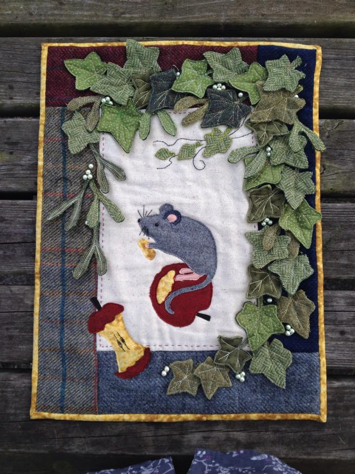 Mistletoe Mouse Tweed Pack